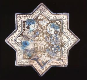 گردش گردون دون آزادگانرا…، کاشی ستاره کاشان، ۱۳۸۳ تا ۱۳۳۹ ترسایی، ۲۱.۲ در ۲۱.۶ در ۱.۶ سانتیمترtile۱۳۳۸/۱۳۳۹From the collection ofBritish MuseumEight-pointed star tile, repaired with a fragment of another tile. Fritware stonepaste, painted in blue, turquoise and lustre over an opaque white glaze. The central field is et in the open, with flowers, foliage and a plump bird. It depicts a seated figure and a second, stooping, figure who is pouring wine from a bottle into an open bowl supported on a tripod. Both are wearing richly patterned tunics with hats with back flaps and feathers. Two smaller faces behind probably represent attendants. The inscription around the border contains a number of elements: verses of Persian poetry, a statement that it was made in Kashan. The lower right edge has been broken off and replaced by a fragment of another tile showing the beginnings of a verse from the Shahnameh.Physical Dimensions: Height: ۲۱.۲۰cm; Width: ۲۱.۶۰cm; Thickness: ۱.۶۰cmProduction place: Made in Kashan, Iranculture: PersianMaterial: stonepaste » گردش گردون دون آزادگانرا…، کاشی ستاره کاشان، ۱۳۸۳ تا ۱۳۳۹ ترسایی، ۲۱.۲ در ۲۱.۶ در ۱.۶ سانتیمترtile۱۳۳۸/۱۳۳۹From the collection ofBritish MuseumEight-pointed star tile, repaired with a fragment of another tile. Fritware stonepaste, painted in blue, turquoise and lustre over an opaque white glaze. The central field is et in the open, with flowers, foliage and a plump bird. It depicts a seated figure and a second, stooping, figure who is pouring wine from a bottle into an open bowl supported on a tripod. Both are wearing richly patterned tunics with hats with back flaps and feathers. Two smaller faces behind probably represent attendants. The inscription around the border contains a number of elements: verses of Persian poetry, a statement that it was made in Kashan. The lower right edge has been broken off and replaced by a fragment of another tile showing the beginnings of a verse from the Shahnameh.Physical Dimensions: Height: